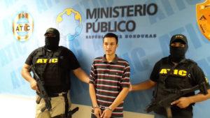 """Elvin Heriberto Rápalo Orellana (21),  alias """"Comanche"""", se le señala como coautor de los delitos de asesinato contra Berta Cáceres Flores"""