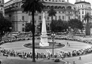 Hace 40 años inició la exigencia de vedad y justicia en la Plaza de Mayo