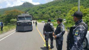 policias y tanqueta