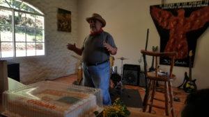 El dramaturgo y poeta Isidro España durante su presentación en el HCO en el 37 aniversario del COFADEH